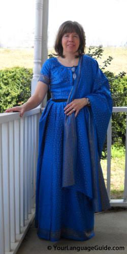 Leslie wears a saree